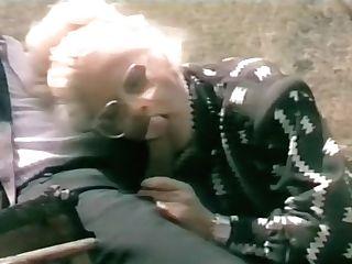 Jokey Italian Porno - Simpatica Scena Di Sesso Su Un Calesse Con Cavallo