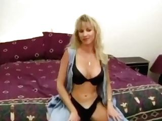 First-timer Bimbo With Big Tits Plays With Her Snatch Solo