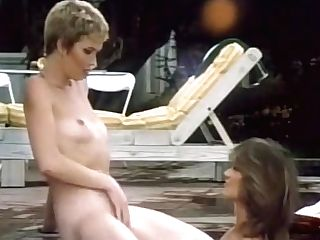 Old-school Lesbos In The Hot Bath